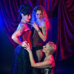 phinephoto-berlin-portrait-burlesque-zu-dritt-3